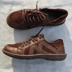 Born brown leather suede Sommer dress sneakers